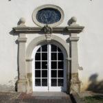 Klostereingang vom ehem. Schulgebäude aus